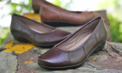 Hannah Pump: Brown/8