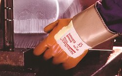 Ansell Nitrasafe 28-350 Foam Nitrile Glove - Medium