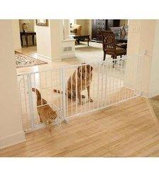 Carlson Maxi Gate with Convenient Walk Through Pet Door - White